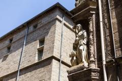 Hôtel Flottes de Sébazan - Français:  Statue restaurée de saint Roch à l'angle de l'hôtel Flottes de Sébazan à Pézenas (France).