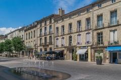 Ancien hôtel de Grasset, actuellement cercle littéraire - English: Cours Jean Jaurès in Pézenas, Hérault, France