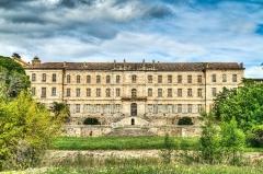Ancien prieuré dit  château  de Cassan - Français:   Façade du château-abbaye de Cassan, dans l\'Hérault (France)