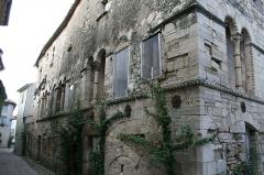 Hôtel des Monnaies - Français:   Villemagne-l\'Argentière (Hérault) - Maison des Monnaies (art roman), avant restauration
