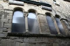 Hôtel des Monnaies - Français:   Villemagne-l\'Argentière (Hérault) - Maison des Monnaies - fenêtre 2 (avant restauration)
