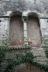 Hôtel des Monnaies - Français:   Villemagne-l\'Argentière (Hérault) - Maison des Monnaies - fenêtre 4 (avant restauration).