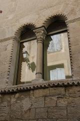 Hôtel des Monnaies - Français:   Villemagne-l\'Argentière (Hérault) - Maison des Monnaies - fenêtre 3 (fenêtre géminée, restaurée)