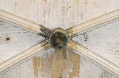 Ancienne abbaye de Sainte-Marie de Valmagne - English:  Saint Bernard and Saint Benedict, keystone of the transept.