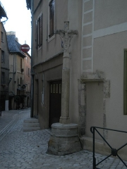 Croix en pierre - This building is indexed in the Base Mérimée, a database of architectural heritage maintained by the French Ministry of Culture,under the reference PA00103859 .