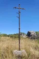 Croix en fer forgé - Français:   Croix en fer forgé datant du XVe siècle, près du village de Champerboux (commune de Sainte-Enimie, Lozère, France)