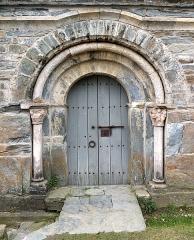 Abbaye de Serrabona - English: North portal of Serrabone Abbey, Boule d'Amont, France.  Ministère de la Culture (France): Base Mémoire:  MHR91_20136600052