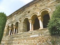 Abbaye de Serrabona - Català: Galeria de Santa Maria de Serrabona, Rosselló