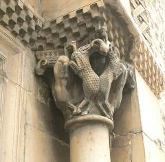 Eglise Sainte-Marie - Deutsch: Portal of Parish Church Sainte-Marie, Le Boulou, France: right capital