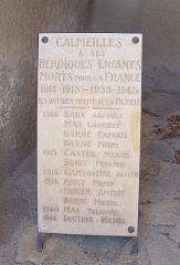 Eglise paroissiale Saint-Pierre et Saint-Félix - Plaque commémorative aux morts durant la Première et la Deuxième Guerre mondiale, situés à côté de l'église paroissiale Saint-Félix, Calmeilles (Pyrénées-Orientales, Languedoc-Roussillon, France)