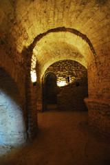 Ancienne abbaye de Saint-Michel de Cuxa ou Cuixà - Deutsch: Abbaye Saint-Michel-de-Cuxa, Krypta, rechts Chorapsis