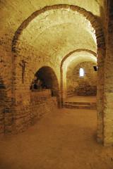 Ancienne abbaye de Saint-Michel de Cuxa ou Cuixà - Deutsch: Abbaye Saint-Michel-de-Cuxa, Krypta, Durchgang unter Atrium