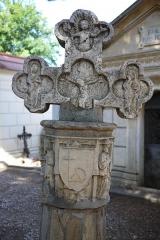 Croix de cimetière - Cette Croix de cimetière est située dans le cimetière du centre-village de Collioure, à droite en entrant, elle est en pierre (16ème siècle). Classée Monument Historique en 1912. PA00103999.    Collioure, Pyrénées-Orientales, France.