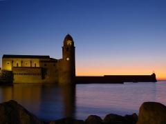 Eglise Notre-Dame-des-Anges - Català: Vista de matinada de l'església de Santa Maria de Cotlliure amb l'antic far convertit en campanar, Cotlliure (Pirineus orientals, Llenguadoc-Rosselló, França