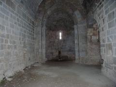 Ruines de l'ancienne église Saint-Martin - Français:   Vue intérieur en direction de l\'abside, ancienne église Saint Martin (12e siècle), Corsavy (Pyrénées-Orientales, Languedoc-Roussillon, France)