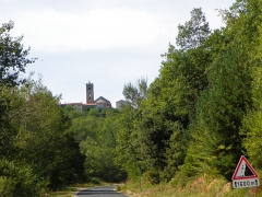 Eglise Sainte-Marie - Català: Costoja (Vallespir), amb l'església de Santa Maria, des de la carretera de Maçanet de Cabrenys