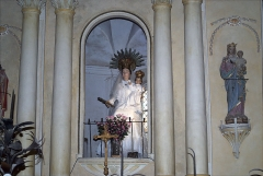 Eglise Sainte-Marie - Vierge à l'Enfant au-dessus du retable du maître-autel, Eglise Notre-Dame de l'Aubépine, Coustouges (Pyrénées-Orientales, Languedoc-Roussillon, France)