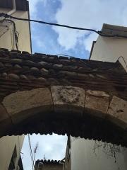 Arc sur l'impasse - Français:   Arc d\'Elne