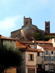 Eglise Sainte-Eulalie (ancienne cathédrale) - Deutsch: Elne, Frankreich: Cathédrale Sainte-Eulalie-et-Sainte-Julie, Ansicht von der Stadt aus (von NO)