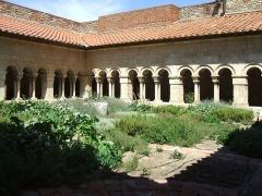 Eglise Sainte-Eulalie (ancienne cathédrale) - Français:   Cloître d\'Elne (XIIème au XIVème siècle) (Pyrénées-Orientales, Languedoc-Roussillon, France): angle nord-est