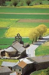 Eglise Saint-Fructueux - Português: Comuna de Llo na primavera.