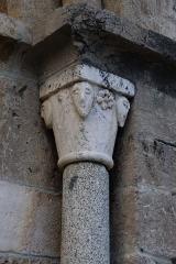 Eglise Sainte-Marie - Chapiteau de la colonne de droite du portail de l'église Sainte-Marie de Montferrer