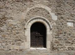 Eglise Saint-Saturnin - Entrée de l'église Saint-Saturnin (12ème siècle), Montesquieu des Albères (Pyrénées-Orientales, Languedoc-Roussillon, France)