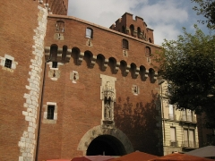 Castillet, Grand-Castillet, porte Notre-Dame ou Petit-Castillet - Català: El Castellet de Perpinyà, vista de la porta de Nostra Senyora des de la plaça de Verdun