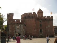 Castillet, Grand-Castillet, porte Notre-Dame ou Petit-Castillet - Català: El Castellet de Perpinyà, vist des de la plaça de la Victòria