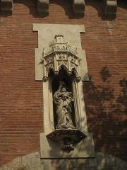 Castillet, Grand-Castillet, porte Notre-Dame ou Petit-Castillet - Català: El Castellet de Perpinyà, estàtua de la Mare de Déu del Pont, damunt el portal de Nostra Senyora