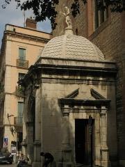 Cathédrale Saint-Jean-Baptiste - Català: Catedral de Perpinyà, porxo barroc en forma de templet, coronat per una estàtua de Sant Joan