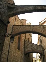 Cathédrale Saint-Jean-Baptiste - Català: Catedral de Perpinyà, contraforts a la banda nord, que recolzen contra la façana de Sant Joan el Vell