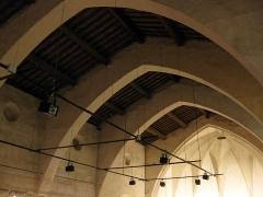 Ancien couvent des Minimes - Català: Convent dels Mínims (Perpinyà), sostre amb arcs diafragmàtics de l'església, amb la volta de l'absis al fons