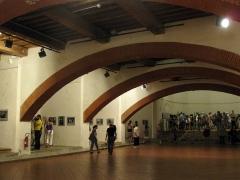 Ancien couvent des Minimes - Català: Convent dels Mínims (Perpinyà), el pis inferior de l'església durant la celebració del certamen de fotoperiodisme Visa pour l'Image