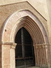 Ancienne église des Carmes - Català: Església del Carme (Perpinyà), portada gòtica de marbre rosa i blanc