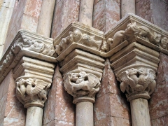 Ancienne église des Carmes - Català: Església del Carme (Perpinyà), capitells de la portada, amb animals fantàstics