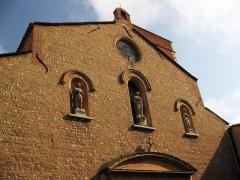 Eglise Notre-Dame de la Réal - Català: Església de Santa Maria de la Real (Perpinyà), detall de la façana, amb les estàtues de la Mare de Déu al centre i sant Josep i sant Simó a banda i banda