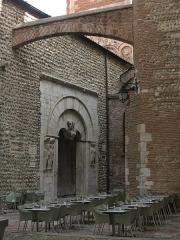 Eglise du Vieux-Saint-Jean - Català: Església de Sant Joan el Vell (Perpinyà), amb els contraforts que recolzen al mur nord de la Catedral