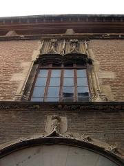 Maison dite Casa Xanxo - Català: Casa de Bernat Xanxo (Perpinyà), detall de la façana, amb finestral gòtic
