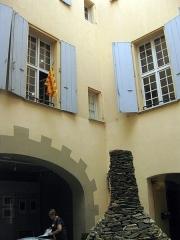 Museum - Català: Museu d'Història Natural de Perpinyà, antic palau Sagarriga, detall del pati