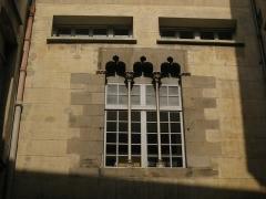 Ancien palais de justice - Català: Palau de la Generalitat o de la Diputació, a Perpinyà; finestra coronella al pati