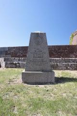 Fort de Bellegarde - Stèle du Général Dugommier, fort de Bellegarde, Fr-66-Perthus.