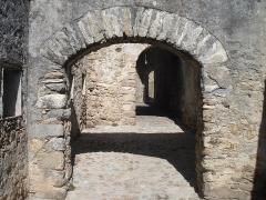 Remparts - Català: Passadissos interiors de les muralles de Prats de Molló.