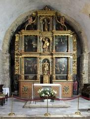 Restes du cloître - English: Saint-Génis-des-Fontaines Abbey, 12th century, interior of the Romanesque church: main altar (c.1640).