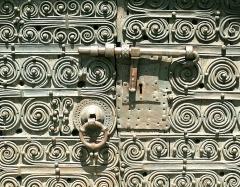 Eglise Sainte-Marie - English: Medieval door lock at the Romanesque church
