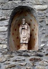 Eglise Saint-Fructueux - Français:   Statue de Saint-Fructueux au dessus du portail. Église Saint-Fructueux de Taurinya, Pyrénées-Orientales, France