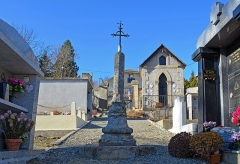 Croix en fer forgé - Français:   Croix en fer forgé - Cimetière d\'Ur (Pyrénées-Orientales)