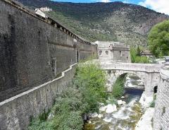 Remparts de la ville - Français:   Remparts de Villefranche-de-Conflent (66). Porte de France et bastion du Dauphin.