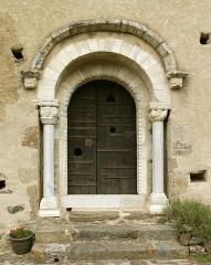 Chapelle Notre-Dame de Vilar - Deutsch: Portal der romanischen Kapelle Santa Maria del Vilar, 11. Jh., Villelongue-dels-Monts, Frankreich.
