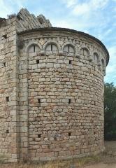 Chapelle Saint-Laurent-du-Mont - English: Apse of Romanesque chapel